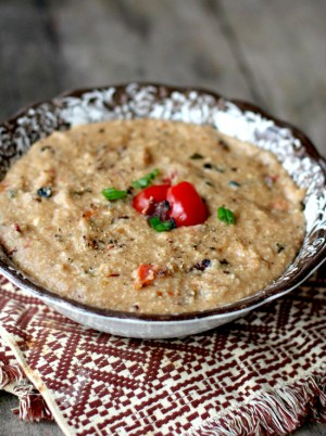 creamy-bacon-and-tomato-grits-550x738